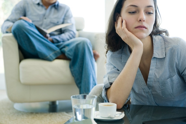 U ovom ćemo članku razgovarati o najvećem problemu novooženjenih muškaraca: ženskim prijateljicama s kojima su se družili dok još nisu bili u vezi.